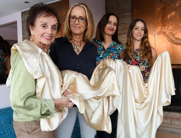 (FOTO) O rochie de mireasă din 1932 a fost purtată de 4 generații de femei din aceeași familie