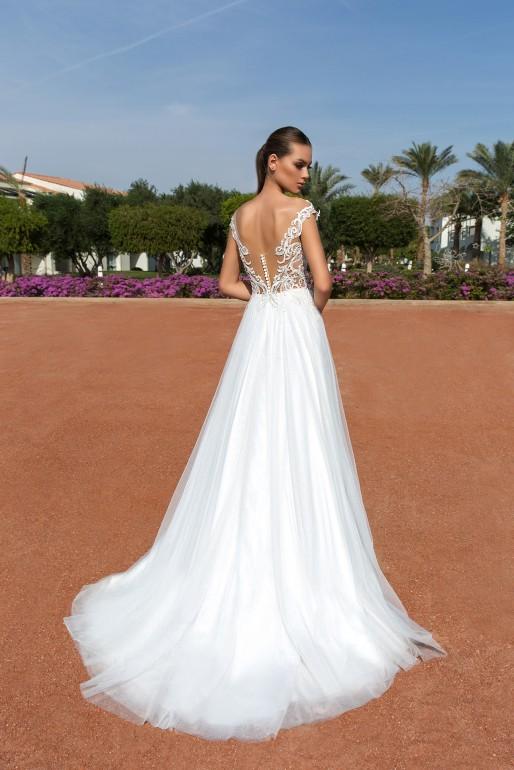 86439262af403bd ... но с каждым годом их свадебные платья становятся все лучше (правда, и  дороже). В 2018 году они создали пред-коллекцию haute couture Luxury  Collection.