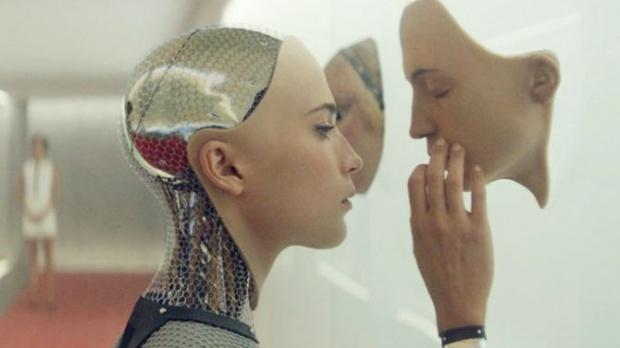 S-a căsătorit cu o femeie-robot. Vezi cum arată cuplul și ce jurăminte au făcut