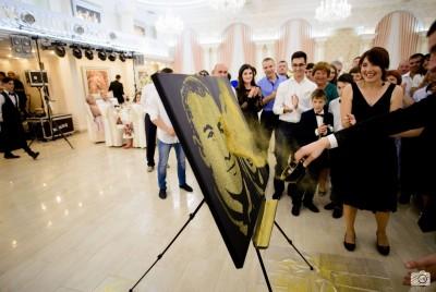 Alege cel mai deosebit cadou pentru evenimentul la care mergi - Portret cu pulbere de aur