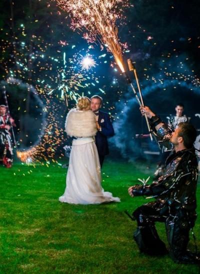 Primul dans al mirilor însoțit de show de lumini și efecte speciale