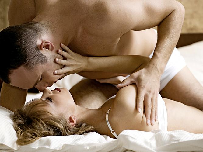 Секс нежно первая брачная ночь