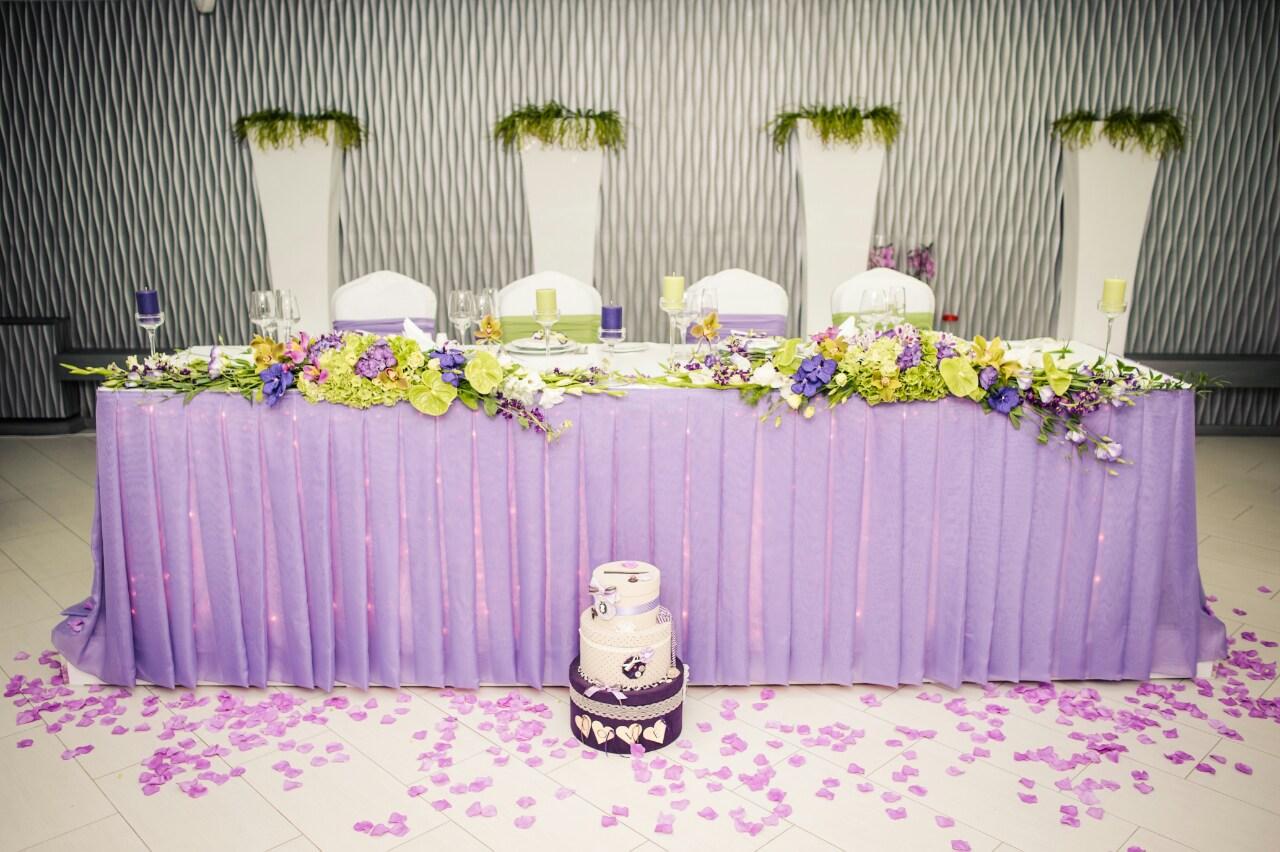 Оформление зала свадьба в фиолетовых тонах фото