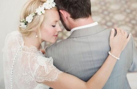 Bijuterii minimaliste la nuntă - noul trend al anului 2019. Unde le găsești pe cele mai frumoase