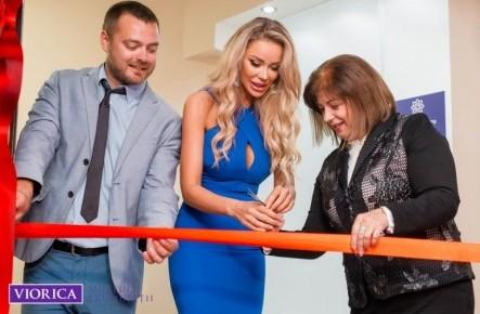 (FOTO) Bianca Drăgușanu a fost la Chișinău cu ocazia inaugurării Muzeului Frumuseții de Viorica Cosmetic