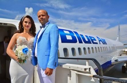 Și-au unit destinele în …aer! Un pilot și logodnica lui s-au căsătorit la bordul unui avion