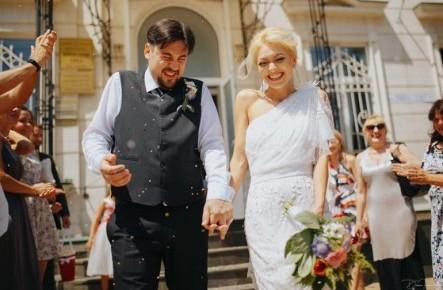 Un CUPLU celebru din showbiz sărbătorește un an fericit de căsnicie