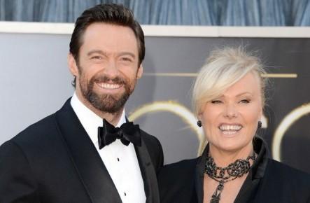Unul din cei mai frumoși și bogați bărbați de la Hollywood, căsătorit de 22 de ani cu o femeie mai în vârstă!