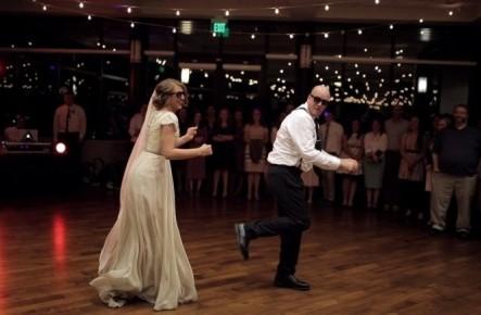 (video) Cel mai epic dans de nuntă tată-fiică pe care trebuie să-l vezi!