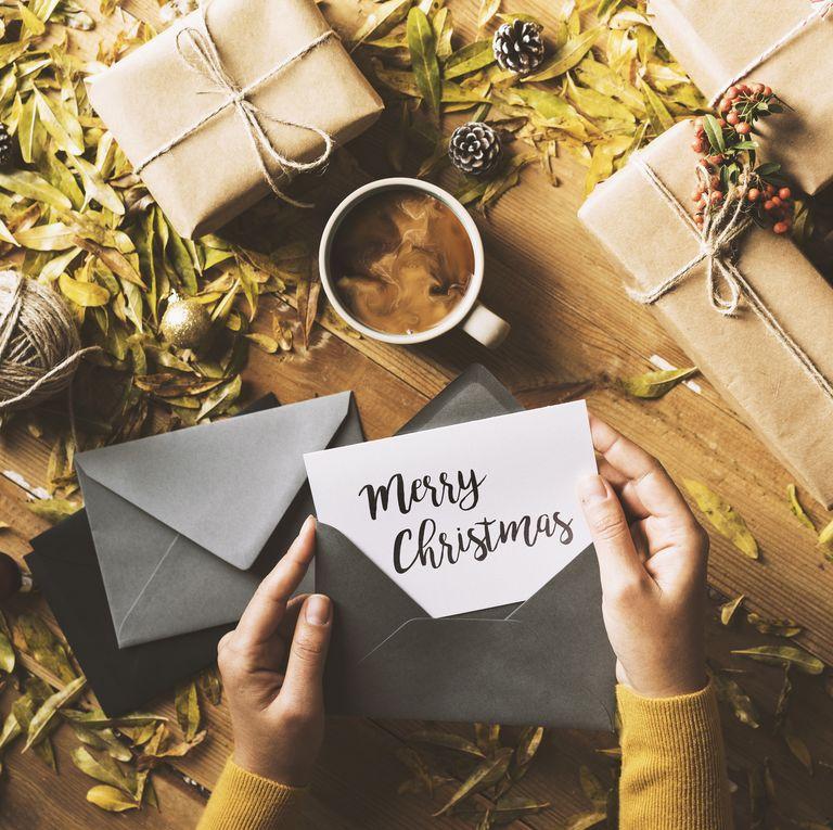 Mesaje de felicitare: Ce urăm apropiaților în seara de Crăciun și de Revelion