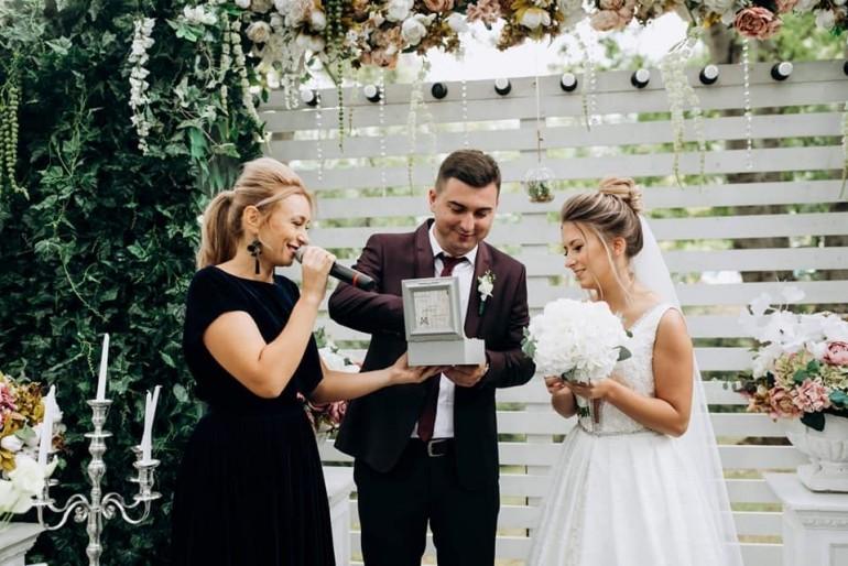"""""""O nuntă reușită este atunci când mirii emană multă energie pozitivă…, iar cuscrele sunt bine-dispuse. """"- Natalia Trofim, moderatoare de nunți"""