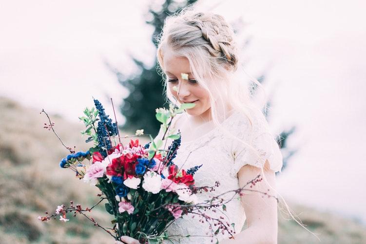 Летние свадебные прически: 10 идей для вдохновения