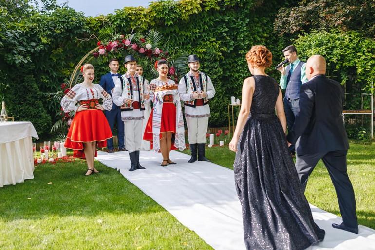Alege ansamblul de dansatori pentru nunta ta