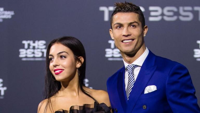 Cristiano Ronaldo i-a oferit iubitei sale un inel de logodnă de 650.000 euro!