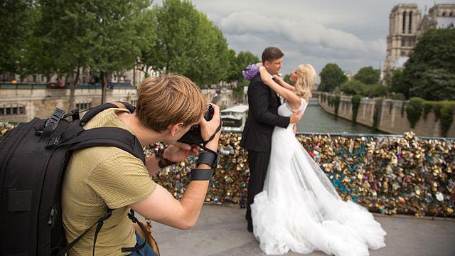 Contract cu fotograful de nuntă: de ce să-l semnezi și pentru ce situații îți oferă protecție?