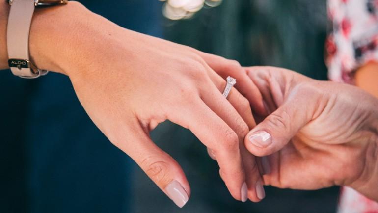 Un avocat a organizat un proces fals ca să-și ceară iubita în căsătorie!