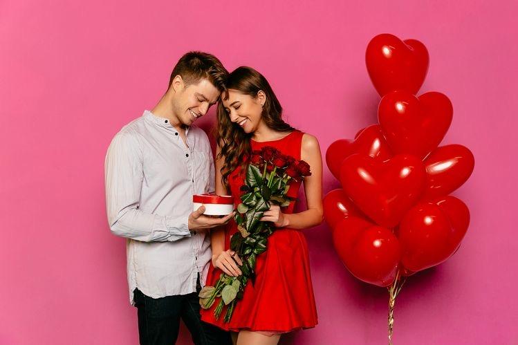 """Cum o surprinzi de """"Ziua îndrăgostiților""""? Idei și sugestii"""