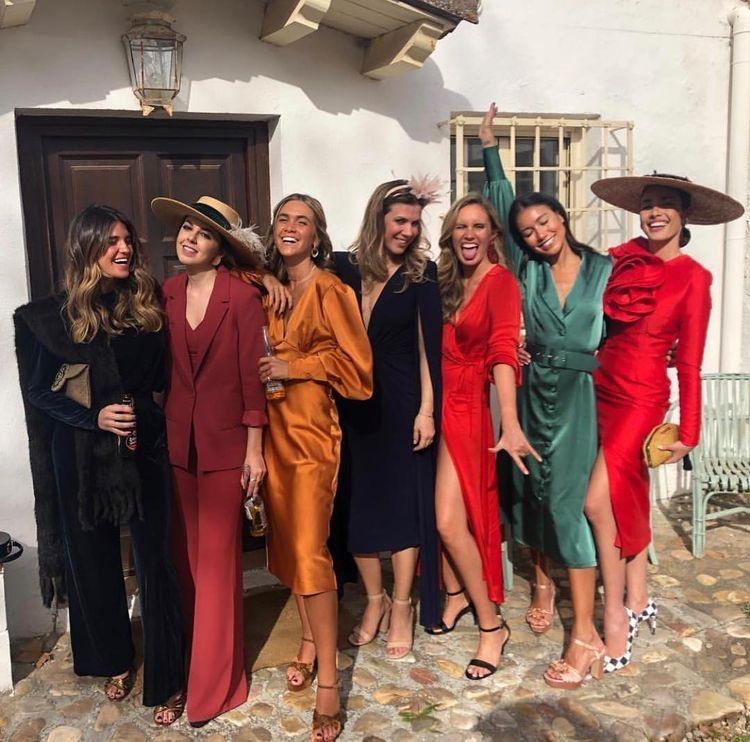 Ce îmbraci și ce nu îmbraci la nuntă, dacă ești invitată?