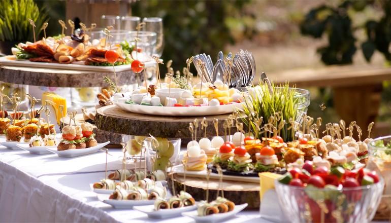 Catering la nuntă: Întrebările care te vor ajuta să alegi compania potrivită