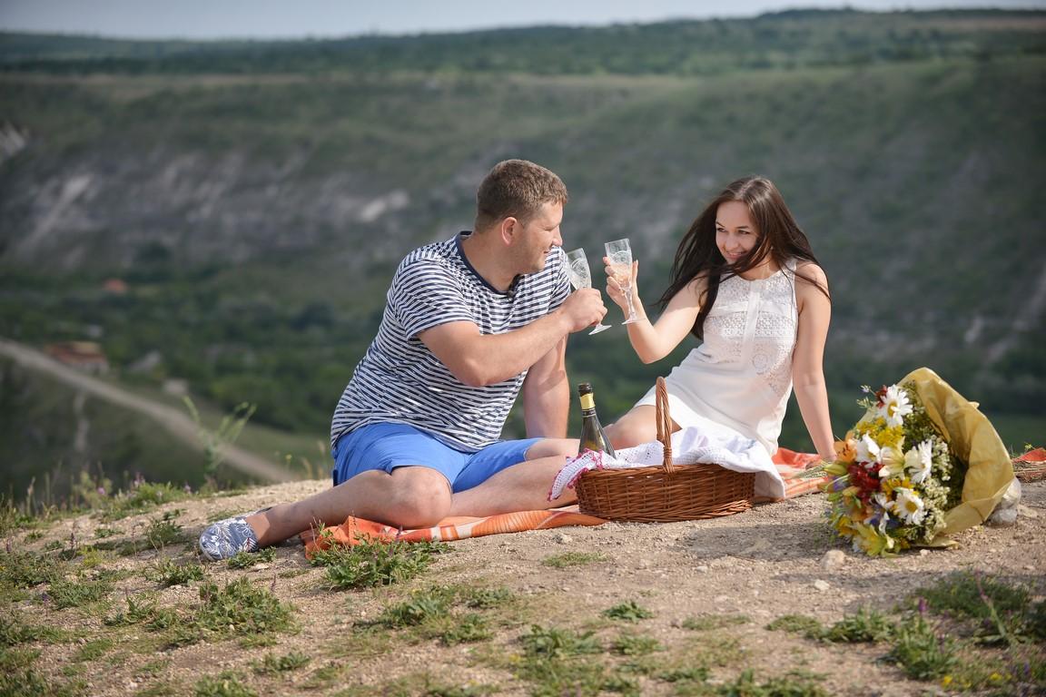 Кишиневская пара отказалась от обычных свадебных пригласительных в пользу видео-приглашения