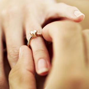 (ВИДЕО) Молодой человек просил руки любимой каждый день на протяжении года. Узнайте, чем закончилась история