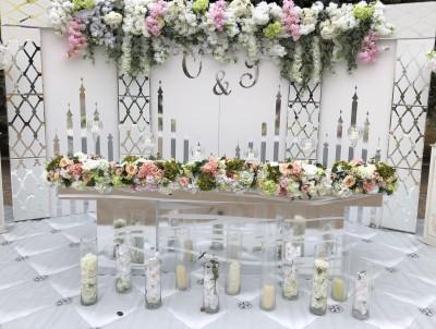 """Decorațiuni florale pentru masa mirilor de la """"Paradise Decor"""""""