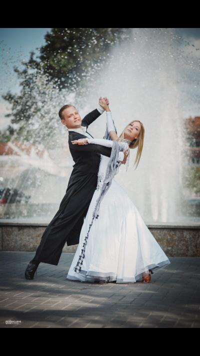 Танцоры шоу-балета