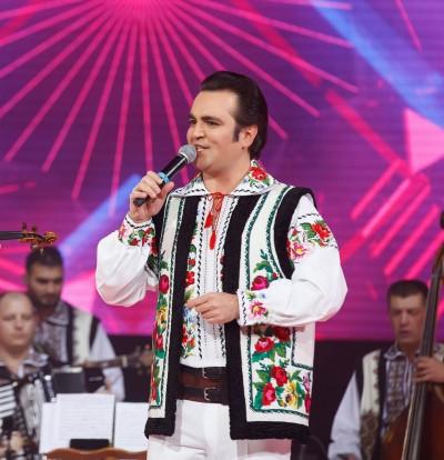 Ведущий и исполнитель народной музыки -