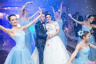 Surprinde-ți invitații cu cel mai frumos dans al mirilor