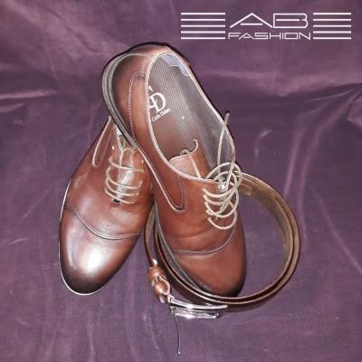 Pantofi din piele marcați în  Italia.